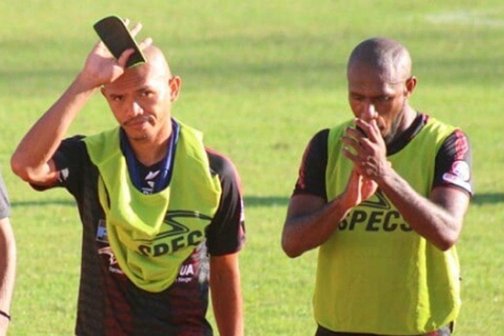 Ricardo Salampessy (kiri) dan Boaz Solossa (kanan), pemain lulusan Pekan Olahraga Nasional (Kredit: Herald Makassar)