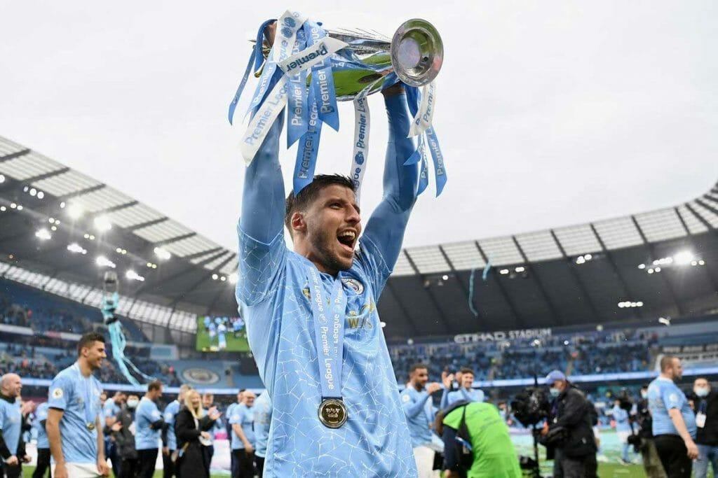 Ruben Dias juara Premier League musim 2020-2021 bersama Manchester City (Kredit Bitter and Blue) Musim 2021-2022 Menjadi Tim Teratas yang Komputer Super Prediksi akan Juara Liga Champions Musim 2021-2022